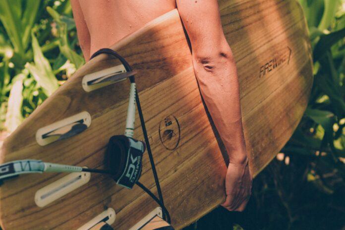 surfboard der kræver videovervågning